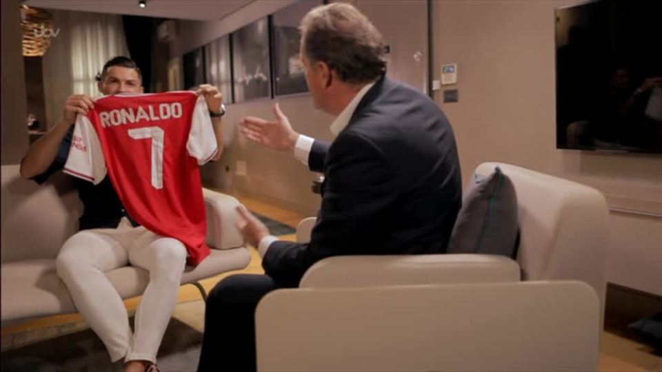 Piers Morgan gave Ronaldo a personalised Arsenal shirt during their interview